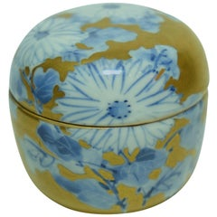 Japanese Small Tea Caddies with bleu and white flower on Kutani Ware 1960s