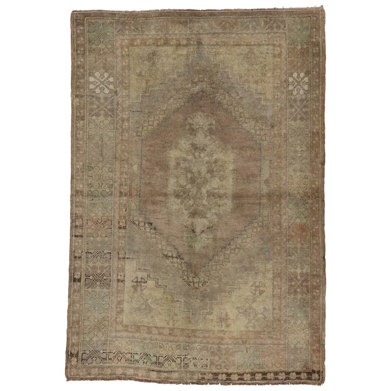 Vintage Turkish Oushak Rug in Traditional Style in Muted Washed Out Colors