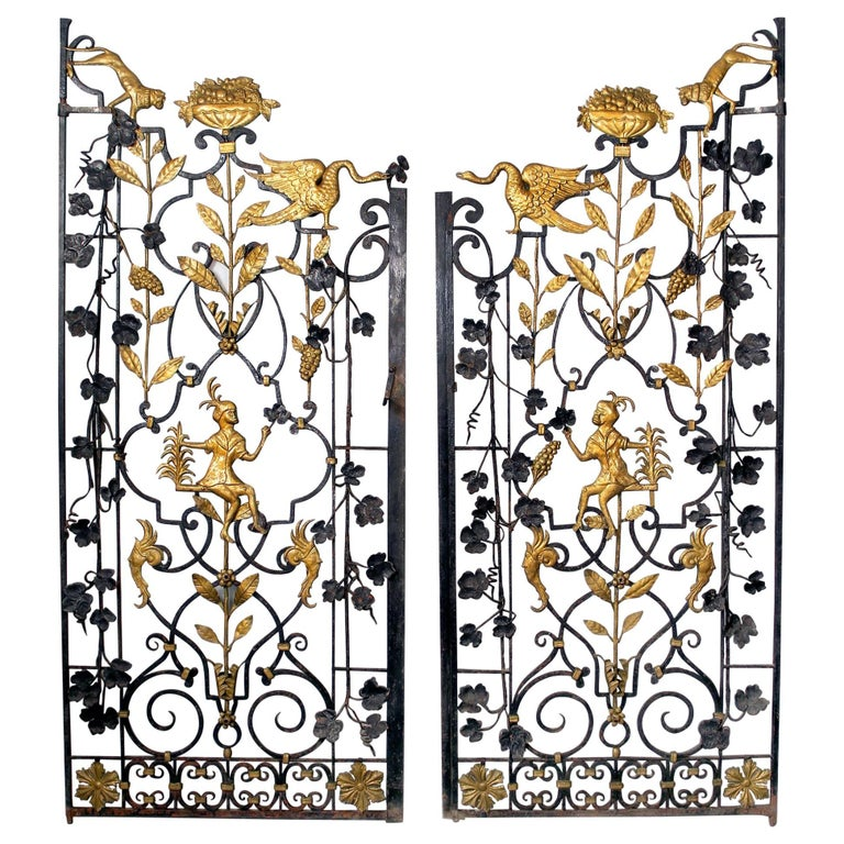 Early 20th Century Art Deco Gold Painted Two-Door Iron Gate For Sale
