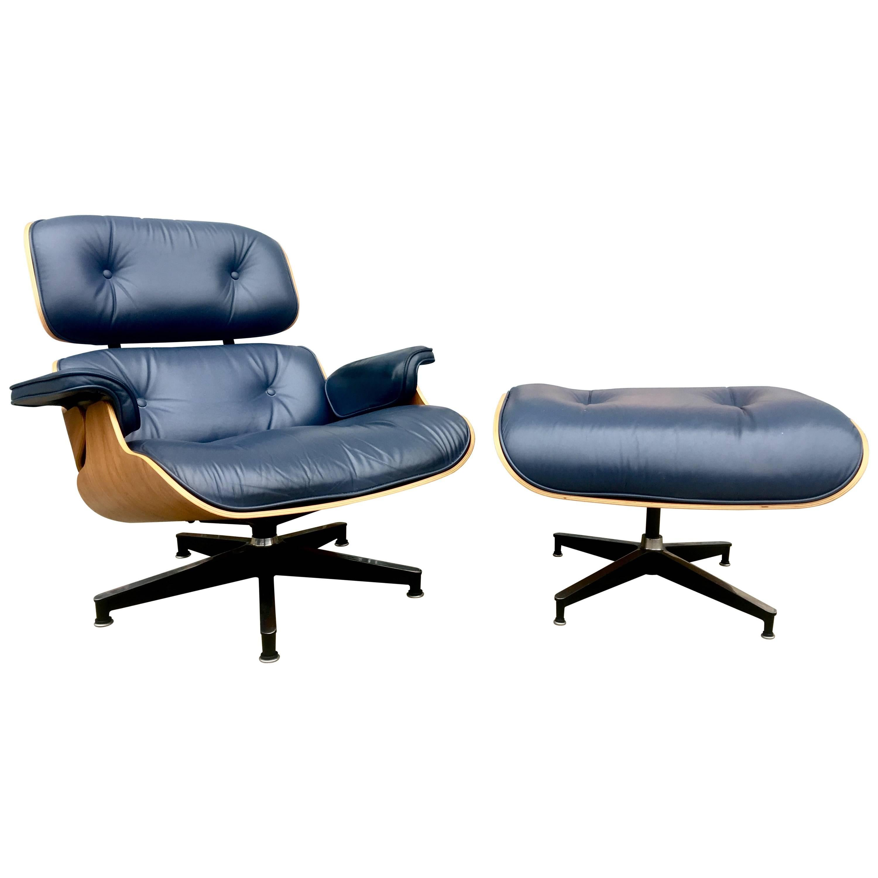 Perfect Herman Miller Eames Lounge Chair And Ottoman In Custom Blue Leather  For Sale