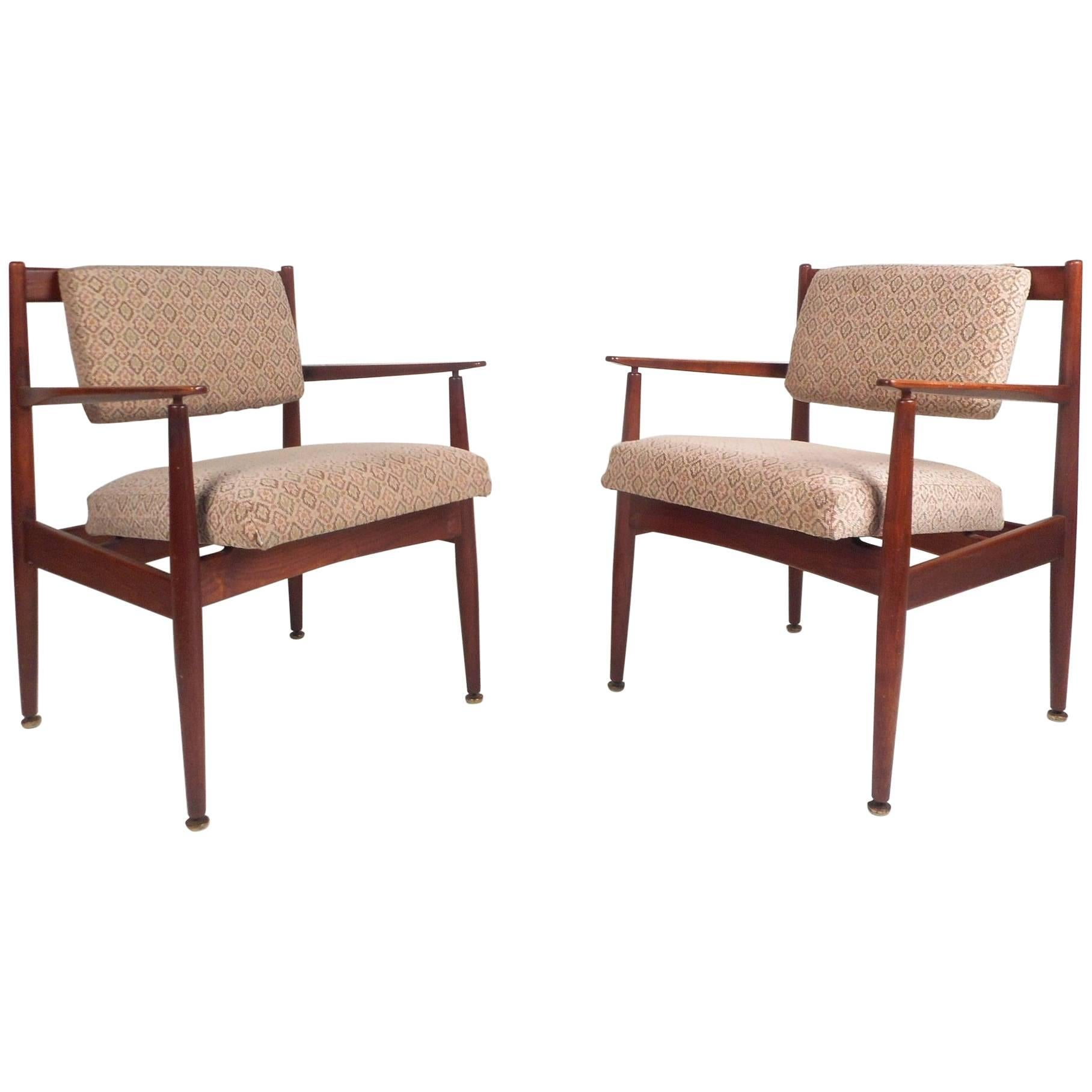 Pair of Vintage Walnut Lounge Chairs by Jens Risom Design