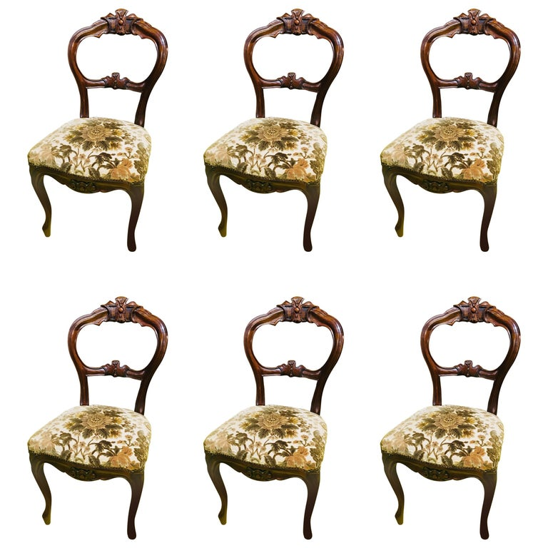 19th Century French Set of Six Walnut Chairs and a Dining Table