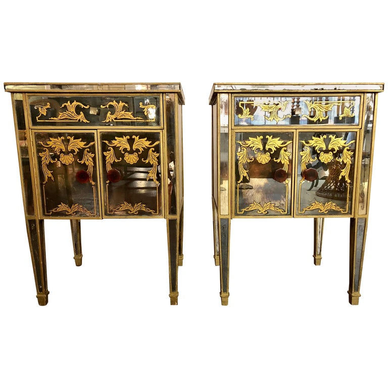 Pair of Églomisé Italian Hollywood Regency Mirrored Nightstands or End Tables