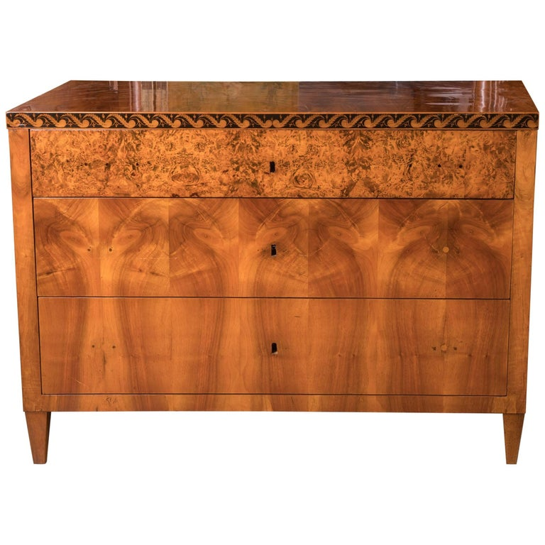 Beautiful Early 19th Century Crotched Maple Biedermeier Commode For Sale