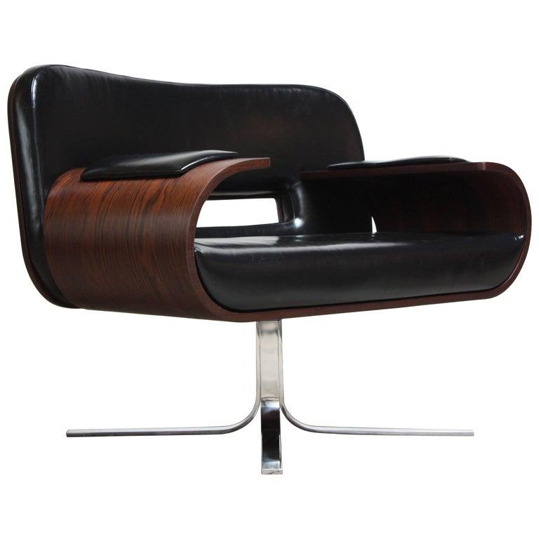 Brazilian Modern Jacaranda and Leather Swiveling Lounge Chair by Jorge Zalszupin