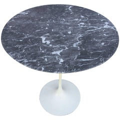 Impeccable Eero Saarinen Marble Tulip Side Table for Knoll