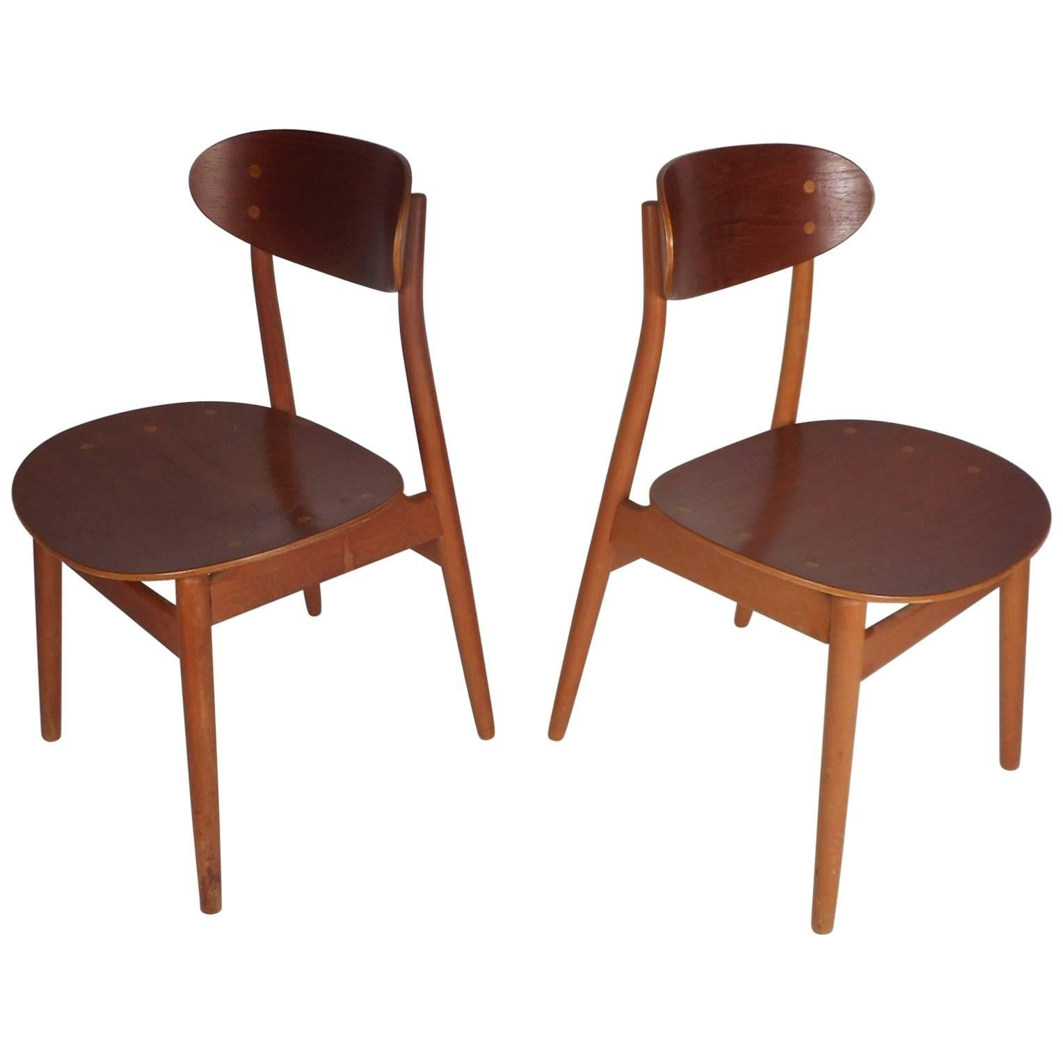 Attirant Pair Of Mid Century Modern Danish Chairs For Sale