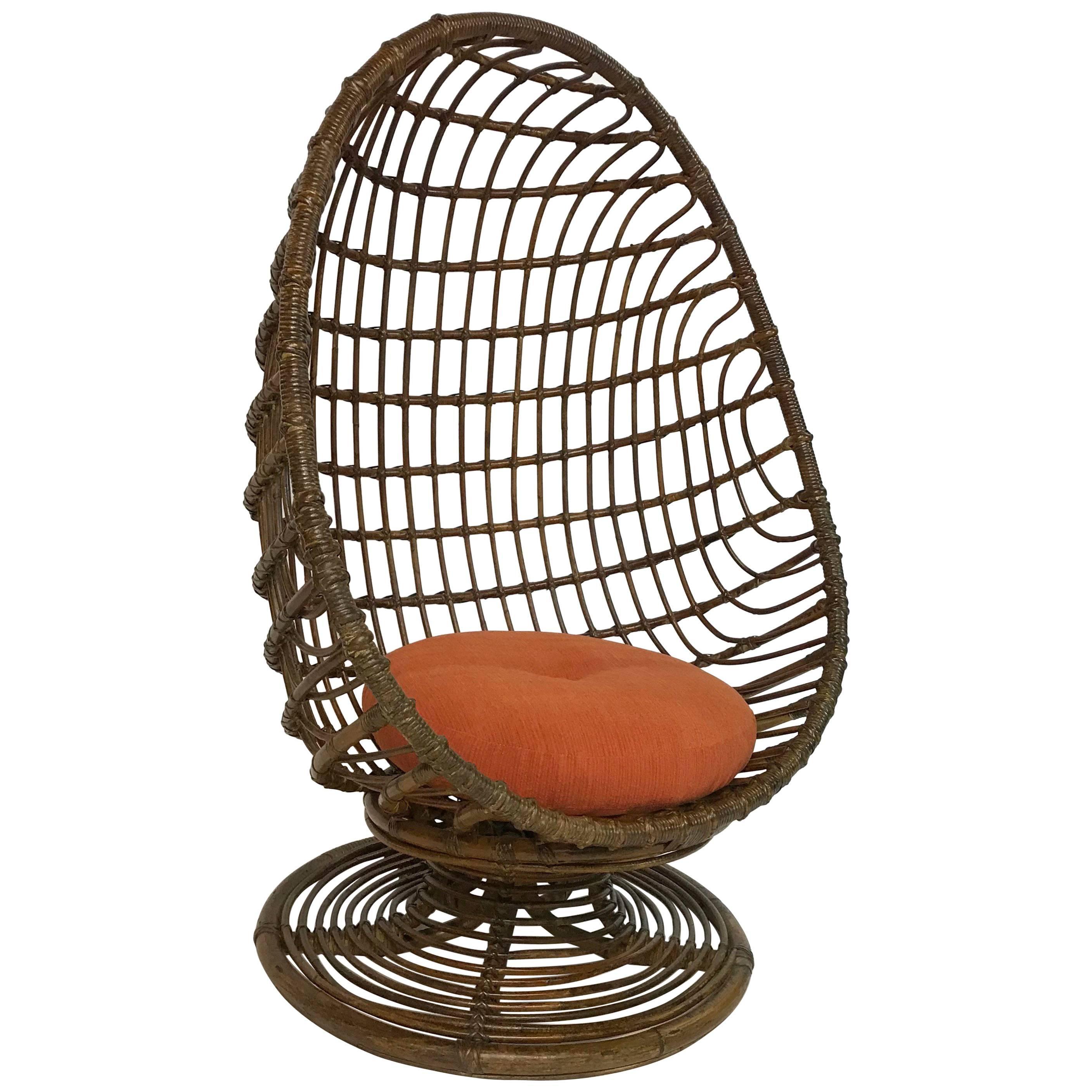 Charmant Mid Century Woven Rattan Egg Chair
