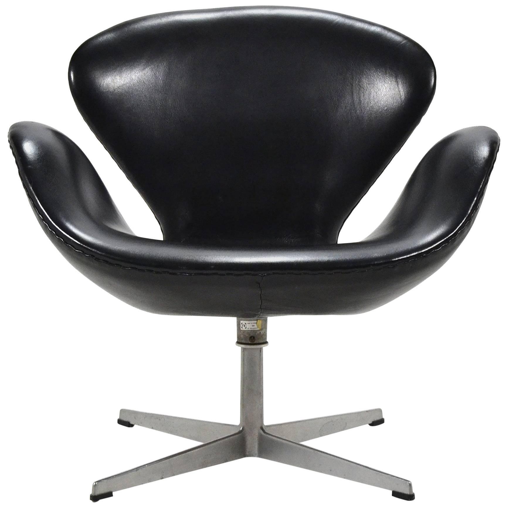 Arne Jacobsen Black Leather Swan Chair by Fritz Hansen