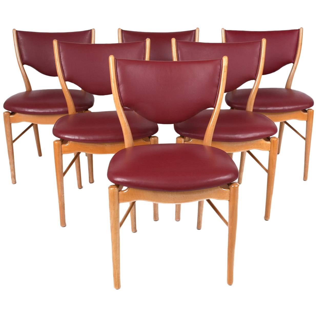 Finn Juhl Sinuous Set Of Six Red Dining Chairs In Beech U0026 Leather, Denmark  1950s