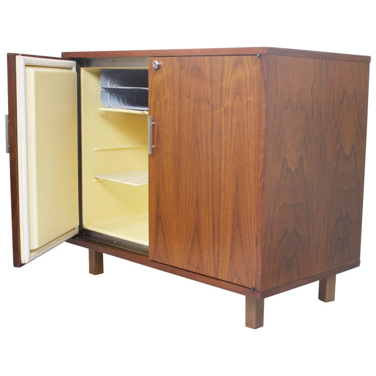Vintage 1960 S Mid Century Modern Walnut Mini Bar Fridge Liquor Cabinet For