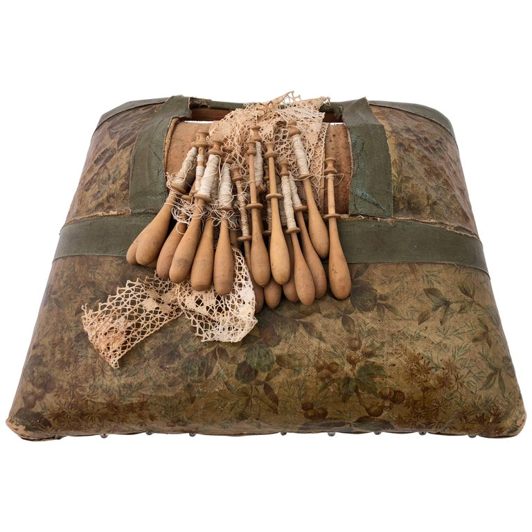 French Napoleon III Leather Lace Making Kit with Bobbins and Lace, Late 1800s For Sale
