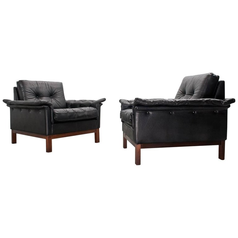 Scandinavian Midcentury Modern Pair of Leather Lounge Chairs 1950s