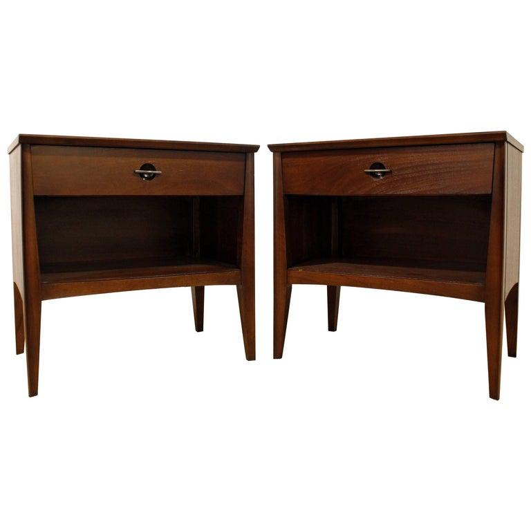 Pair of Mid-Century Modern One-Drawer Walnut Nightstands