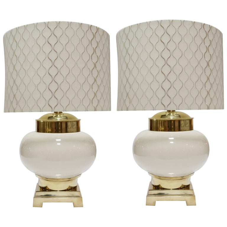 Pair of Midcentury Lamps in Ivory Ceramic and Brass For Sale