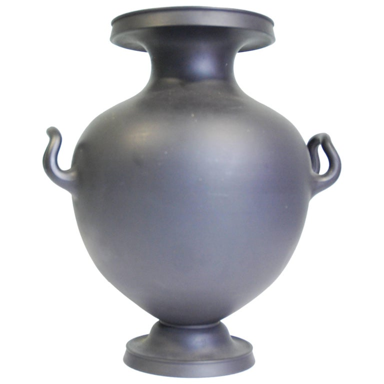 Vase in Black Basalt, Wedgwood, circa 1810 For Sale