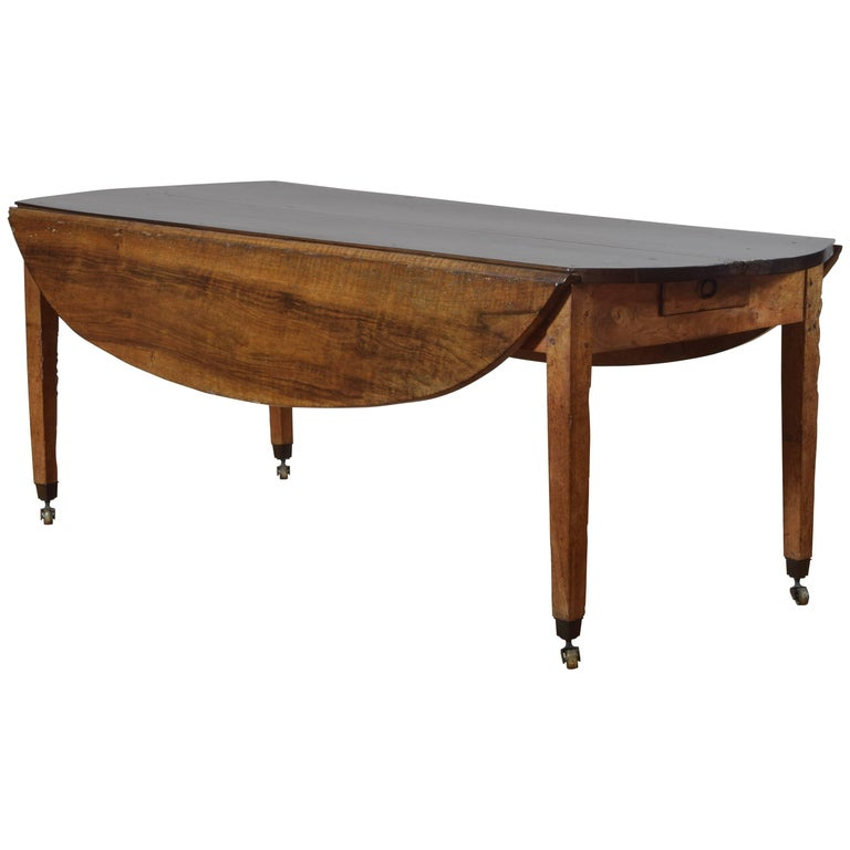 French Neoclassical Light Walnut Oval Drop-Leaf Dining Table, Early 19th Century