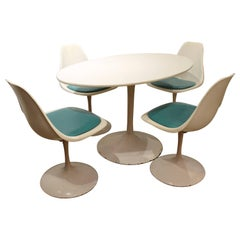 Mid-Century Modern Set of Five Saarinen-Style Tulip Dining Chairs and Table