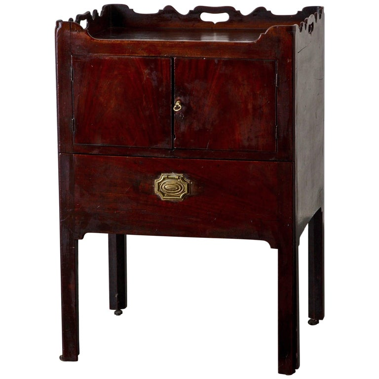 Side Table or Nightstands English 18th Century Mahogany Brown, England
