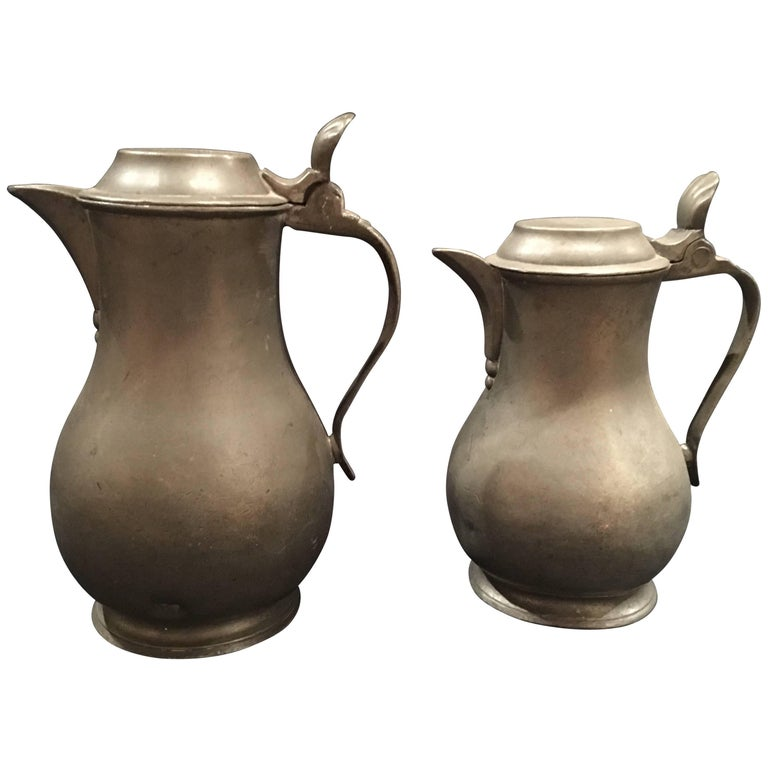 English Pair of Lidded Pewter Jugs or Tankards with Handles, 19th Century For Sale