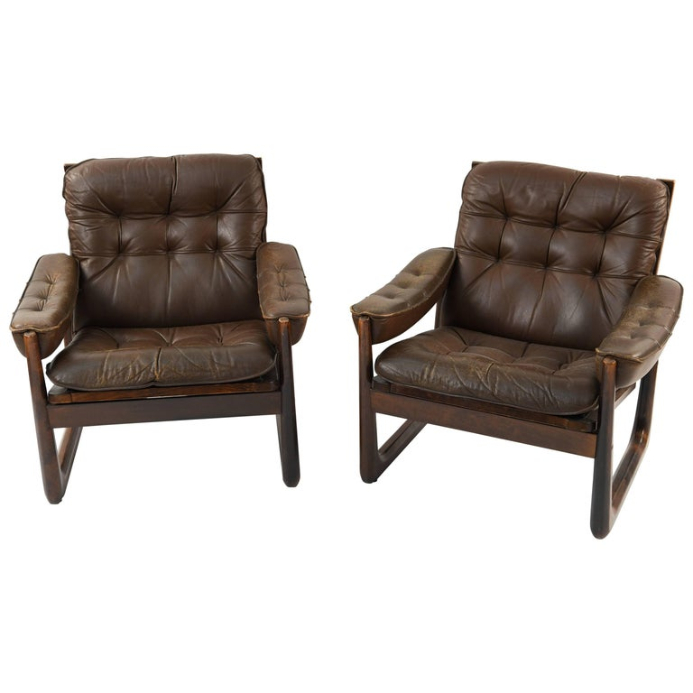 Pair of Norwegian Oddvar Vad Leather Lounge Chairs, circa 1970s