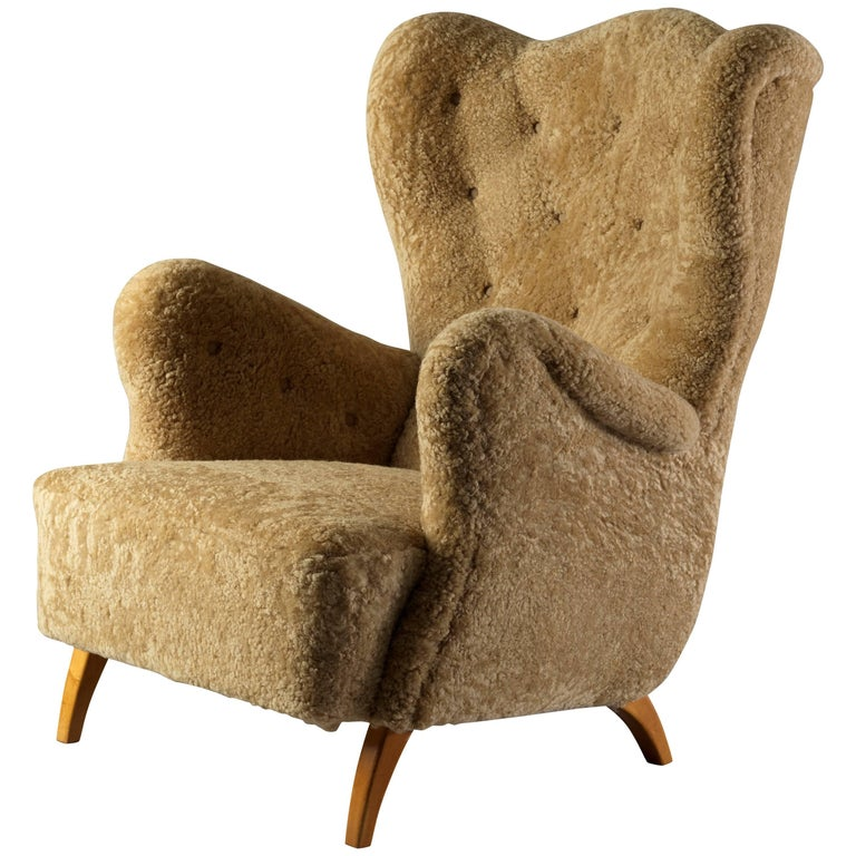 Scandinavian Organic Modernist Lounge Chair, Beige Lambskin, Oak Legs, 1940s