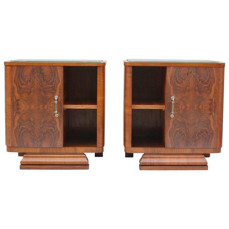 Pair of Matching 1930s Art Deco Night Tables in Burl Walnut Veneer For Sale