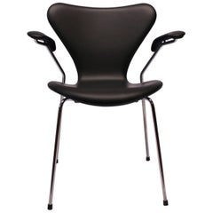Seven Chair, Model 3207, with Armrest in Black Classic Leather by Arne Jacobsen