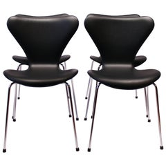 Four Seven Chairs Model 3107, in Black Leather by Arne Jacobsen and Fritz Hansen