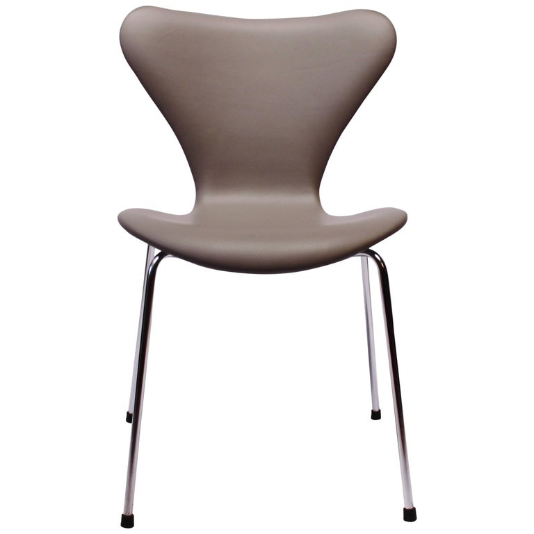 Seven Chair, Model 3107, in Grey Leather by Arne Jacobsen and Fritz Hansen, 1980