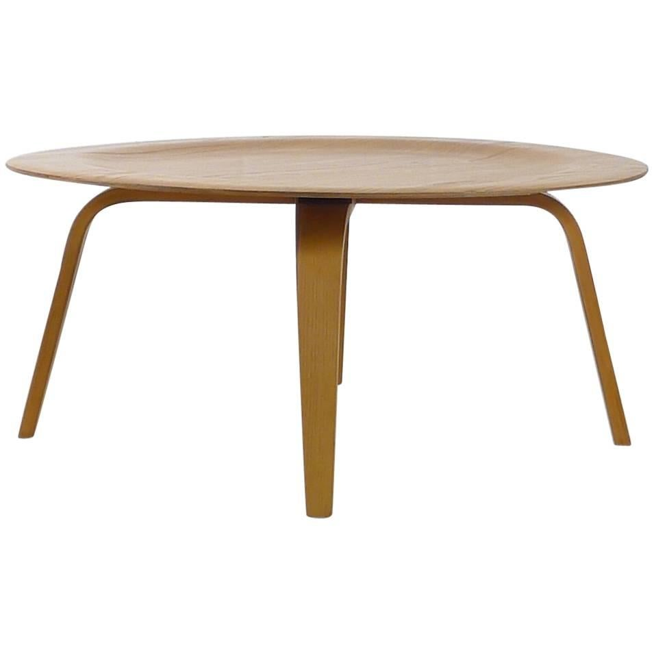Charles And Ray Eames For Herman Miller, CTW Plywood Coffee Table, 1950s At  1stdibs