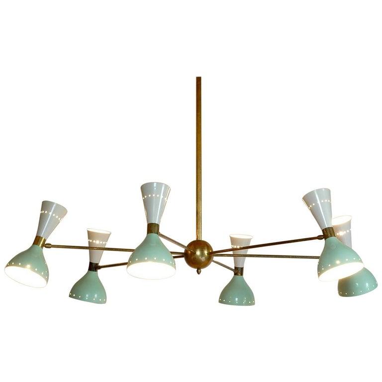 Sechsarmiger Messing-Kronleuchter mit weißen und hellgrünen Lampenschirmen im Stil von Stilnovo 1