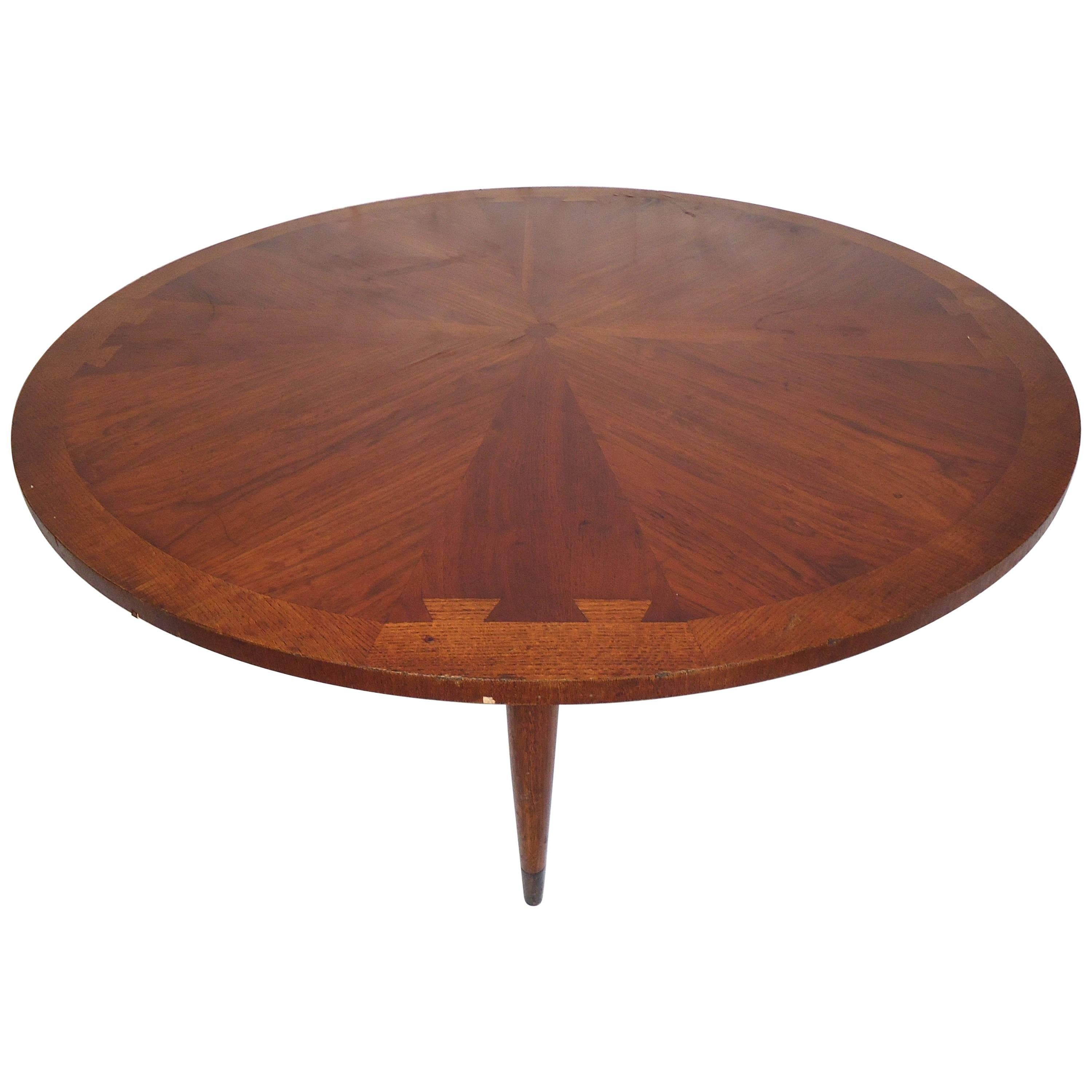 Incroyable Midcentury Round Lane Coffee Table For Sale