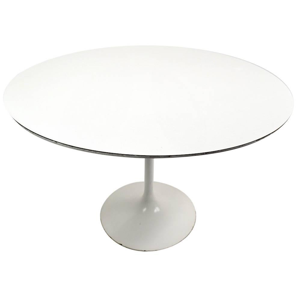 Saarinen for Knoll Pedestal Dining Table