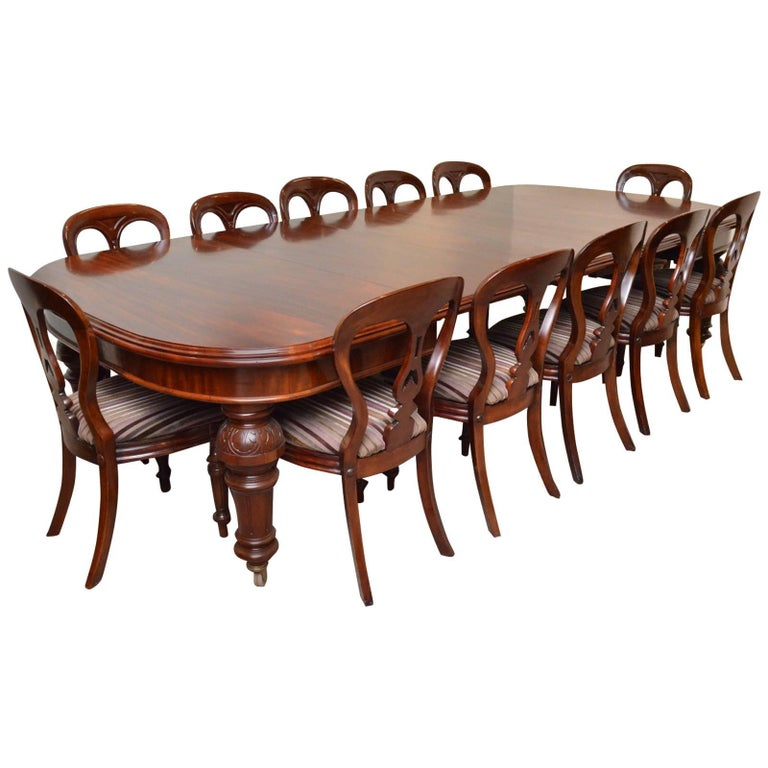 Fine Quality Victorian Mahogany Extending Dining Table