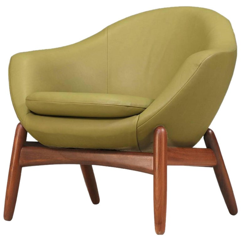 "Ib Kofod-Larsen ""Pod"" Leather Chair for Povl Dinesen For Sale"