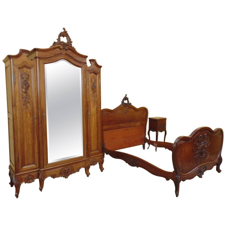 Louis XV Style Hand-Carved Walnut Bed Set, circa 1900