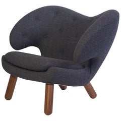 Finn Juhl Pelikan Lounge Chair with Round Walnut Legs and Grey Upholstery
