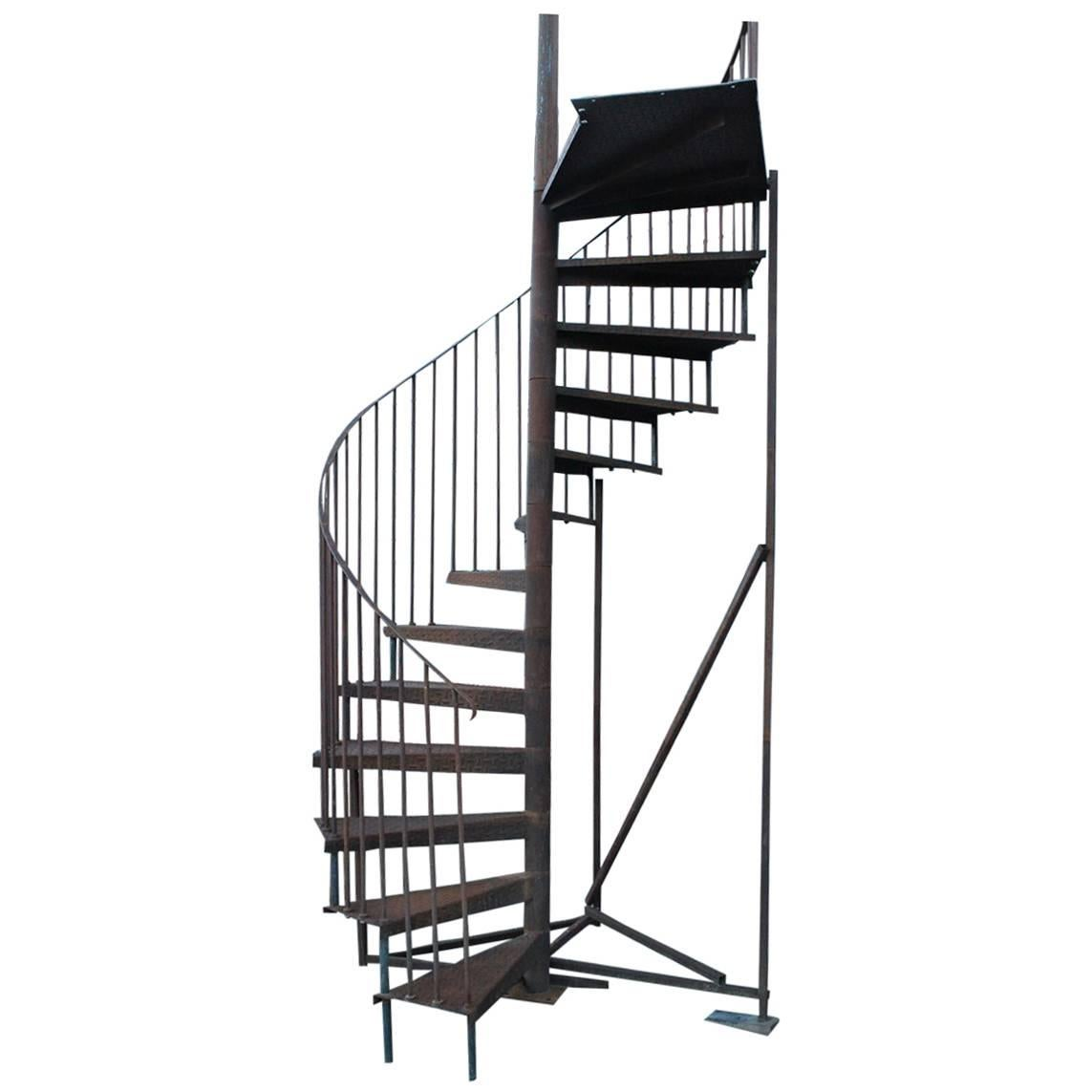 Charmant Vintage Spiral Staircase