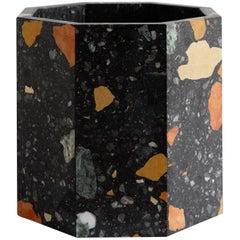 Zeitgenössischer oktagonaler Pflanzer aus schwarzem Marmor von Fort Standard