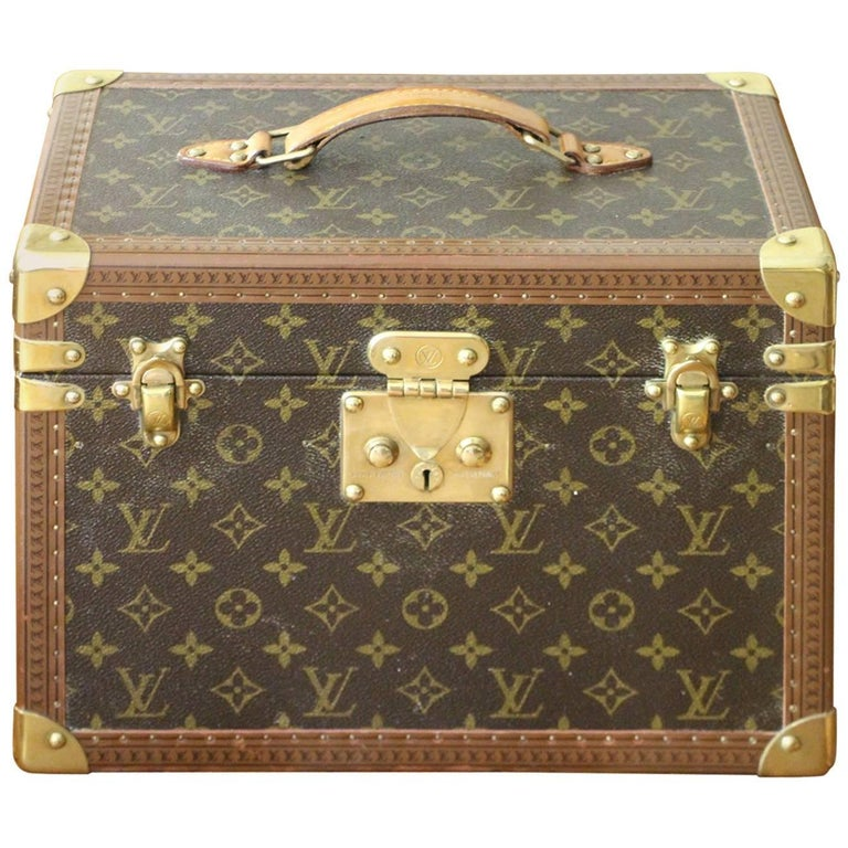 b85db17de86f 1980s Louis Vuitton Train Case For Sale. This beauty case features ...