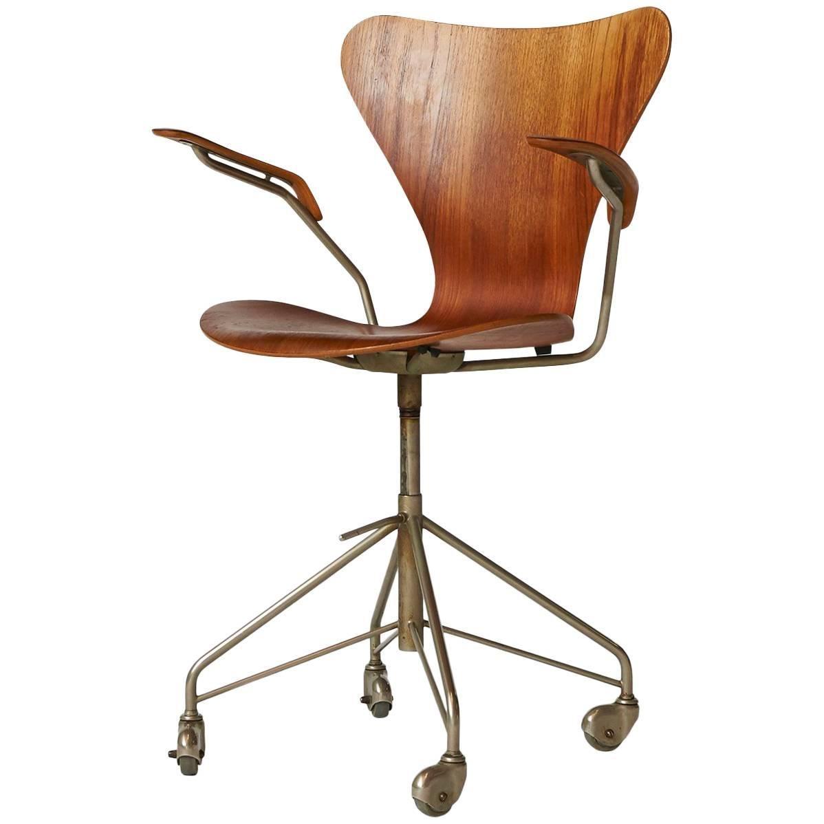 Arne Jacobsen, Series 7 Office Chair, Model 3217