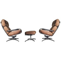 Pair of Directional Lounge Chairs by Milo Baughman
