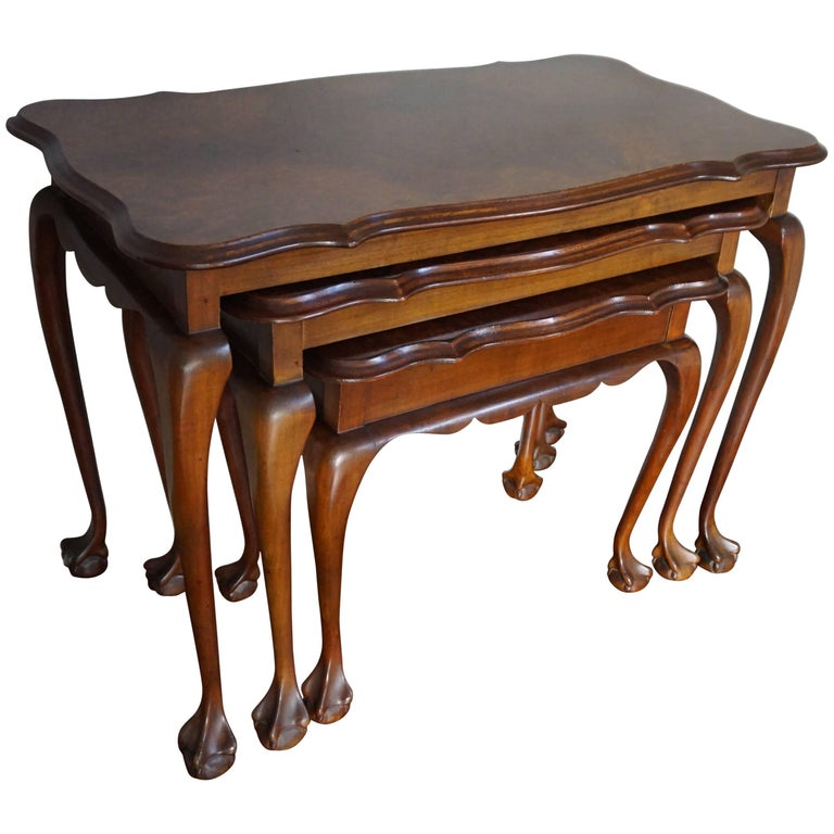 Fine Mid-20th Century Queen Anne Style Nutwood Nest of Tables with Burl Inlay