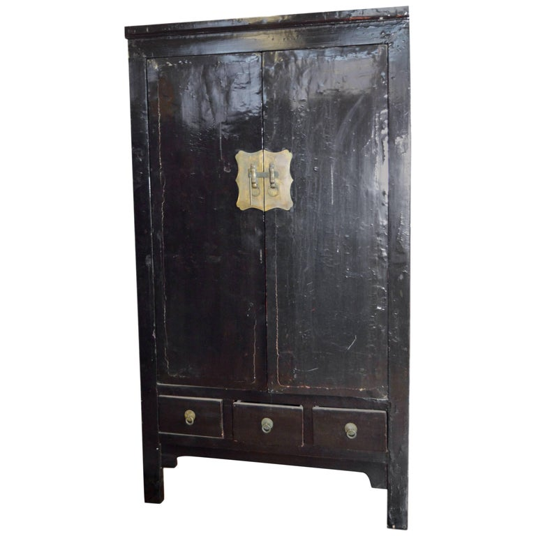 Early 19th Century Chinese Black Lacquered Wardrobe With Drawers And Shelves For