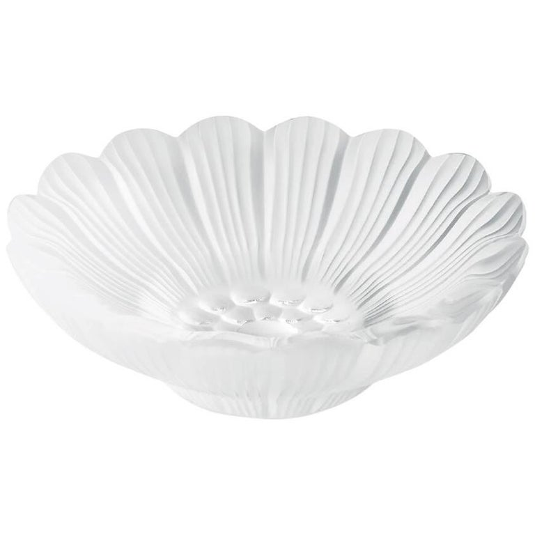Lalique Pâquerettes Dish in Clear Crystal For Sale