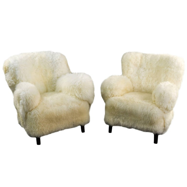 Pair of 1950s Lounge Chairs in Lamb's Wool Upholstery Fritz Hansen 1669 Style