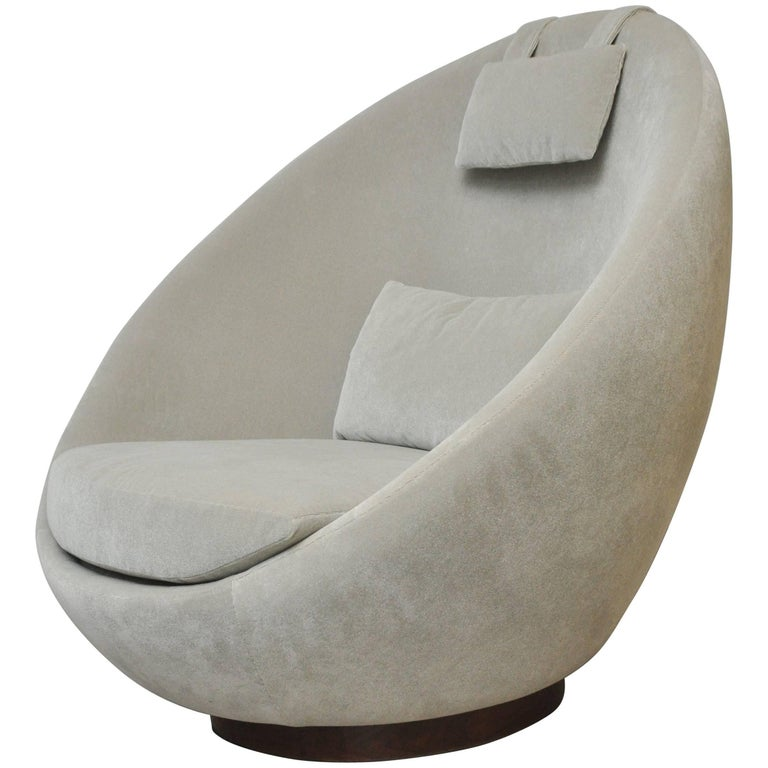"Milo Baughman ""The Good Egg"" Swivel Chair For Sale"