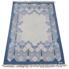 Blauer Kelim-Teppich mit geometrischem Design, signiert mit Röllakan, Schweden, Mid-Century