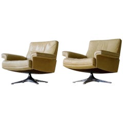 Set of Tow DS 35 Leather Armchair by De Sede Lounge Chair Rotatable